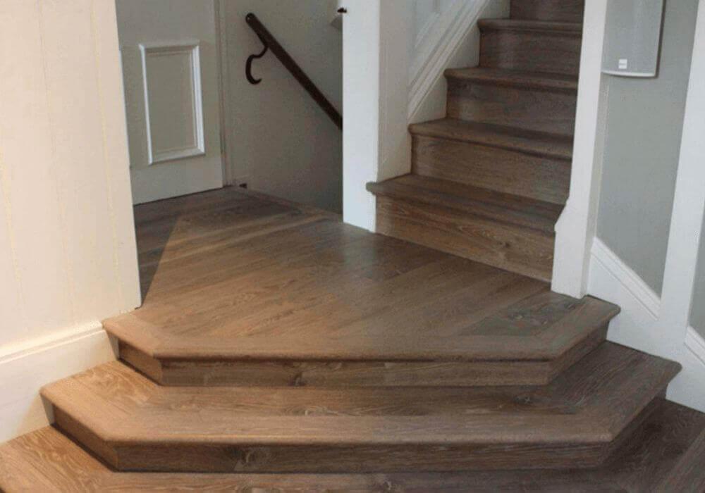 פרקט עץ לריצוף המדרגות