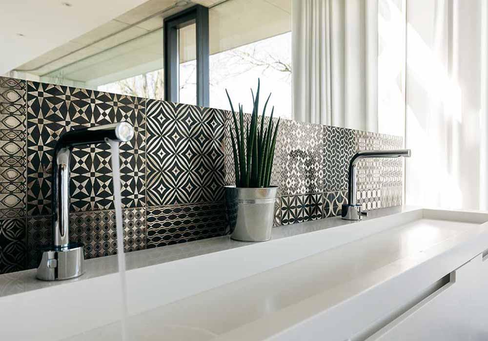 חיפוי קיר מצוייר לאמבטיה ולמטבח