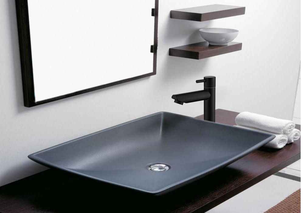 ברז אמבטיה איטלקי ממשטח צבע שחור