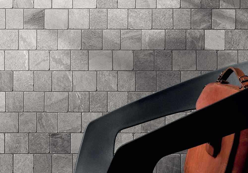 חיפוי קיר מטבח ביישום חומה צבע אפור