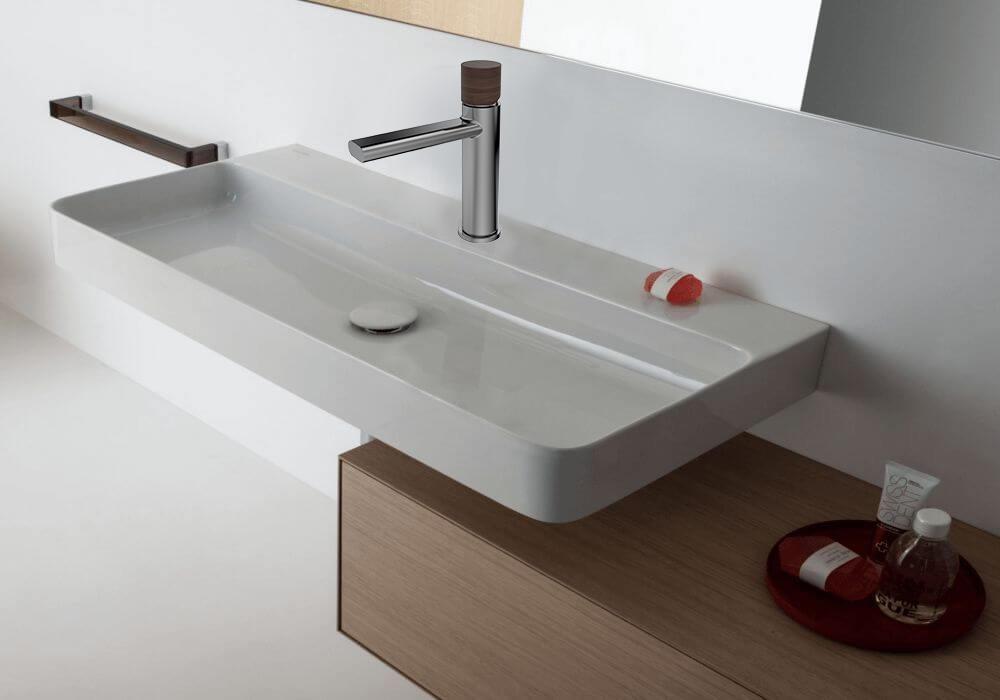 ברז אמבטיה איטלקי עם ידית מעץ