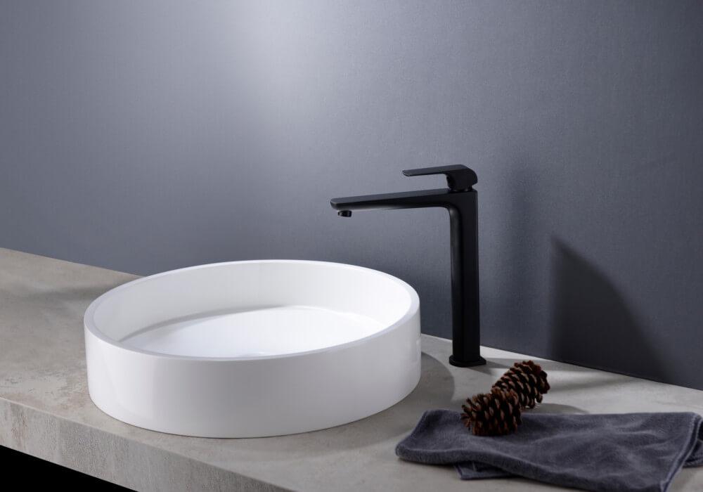 ברז שחור מט ממשטח לחדר האמבטיה