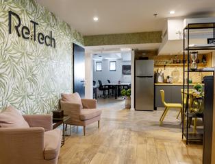 עיצוב שתי קומות משרדים משותפים בסגנון WE WORK ,עיצוב: עליזה כהן. צילום: איה אפרים.